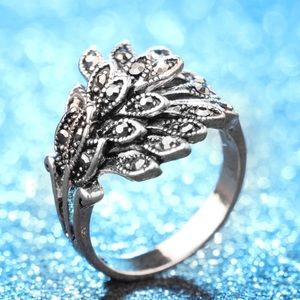 Pretty frilly silver ring